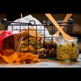 Pajan palat; kasvisfoccaccia, inkivääri-coleslaw, RockyRoad